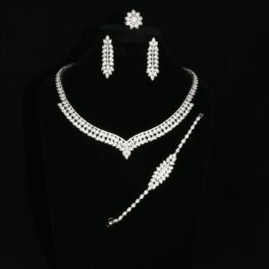 Beautiful Diamante Leaf Design Jewellery Set